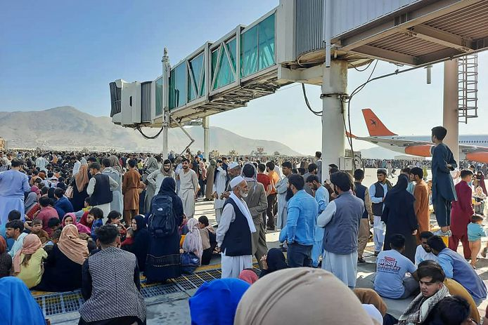 Thousands of Afghans have breached the runway.