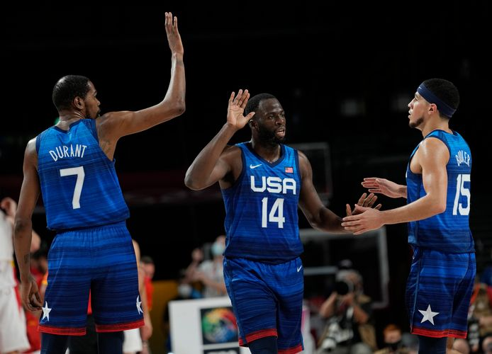 Kevin Durant (shirt No. 7) with teammates Tremond Green (14) and Devin Booker (15) during the match against Spain