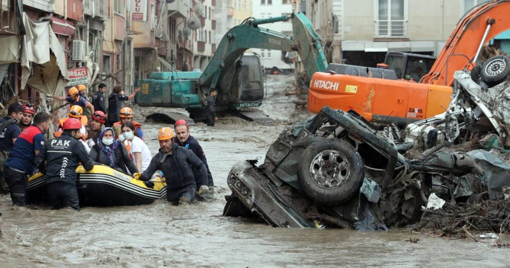 """38 killed in floods in Turkey: """"cars dragged and houses destroyed in three cities"""" 
