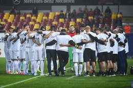 The players wore a black mourning squad and a white shirt with the words