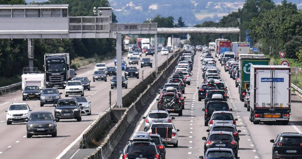 Almost 1000 km of traffic jams in France, as well as traffic jams in other European countries    Instagram news VTM