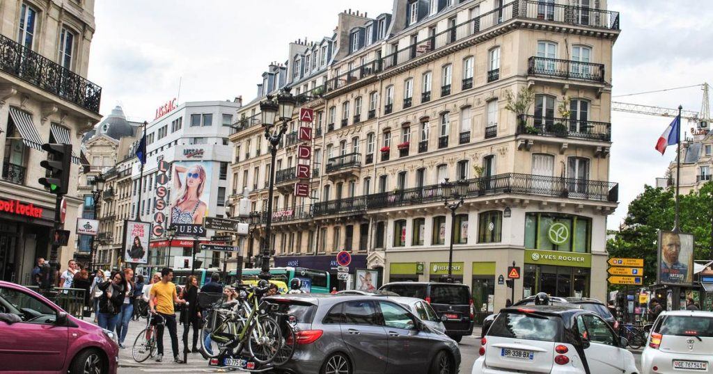 Almost everywhere in Paris has a speed limit of 30 km / h |  for travel