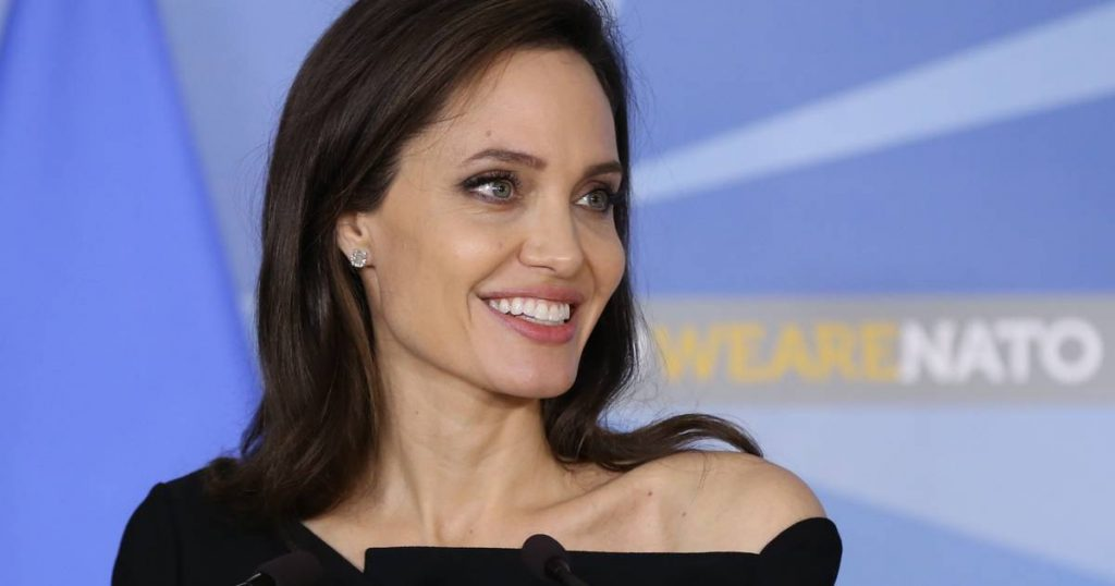 """Angelina Jolie on Instagram for the first time: """"She wants to amplify the voice of women and youth in Afghanistan"""" 