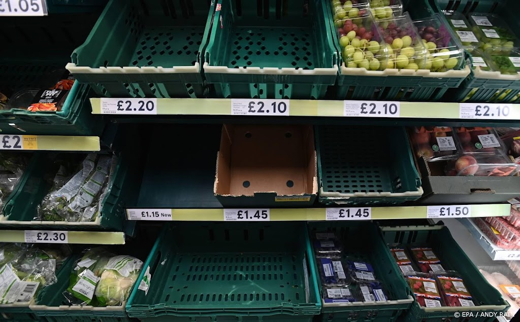 Empty shelves are also threatening the United States due to staff shortages