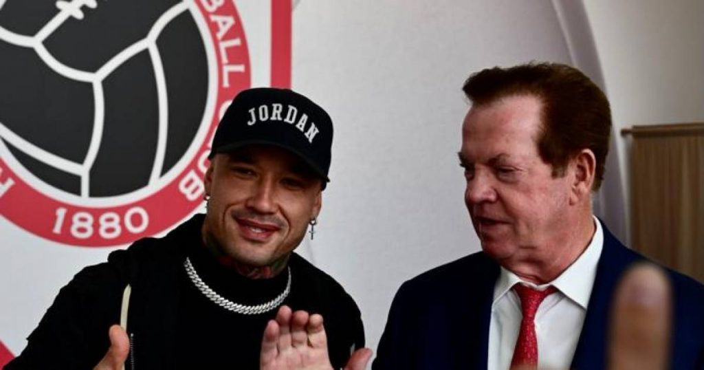 He lives.  Radja Nainggolan (33 years old) arrives in Bosuil to complete the transfer to Antwerp |  Nainggolan on his way to Antwerp