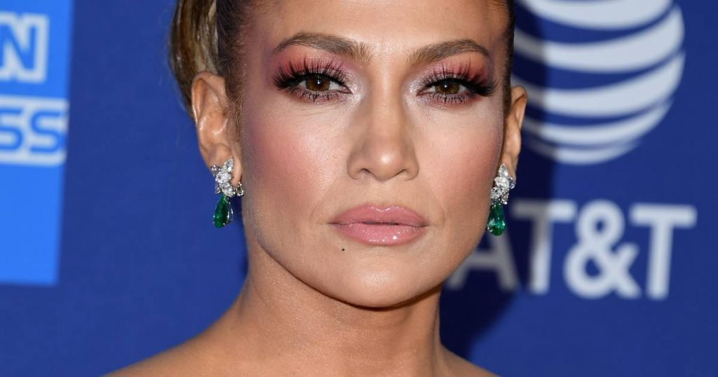 Jennifer Lopez unfollows and deletes previous A-Rod photos on Instagram |  Famous People