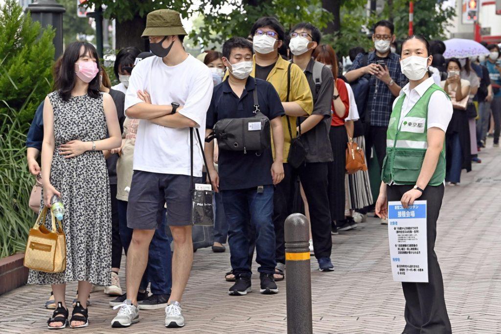 Twee Japanners overleden na coronaprikken van vervuild lot vaccins