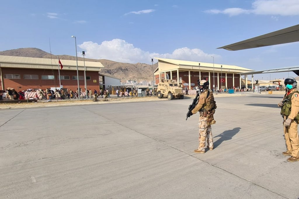 Amerika vordert 18 commerciële vliegtuigen op om te evacueren uit Afghanistan