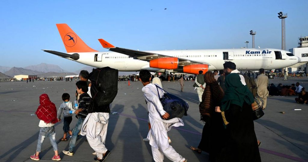 """Why can the Americans manage the airport """"easily"""" and let people leave?  War journalist Robin Ramikers answers    Afghanistan in the hands of the Taliban"""