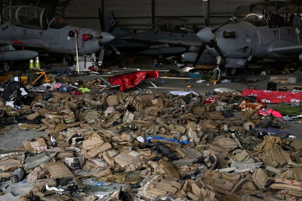 De soldaten zijn weg, hun gerief niet: Amerikaans leger laat voor miljarden aan legermateriaal achter in Afghanistan