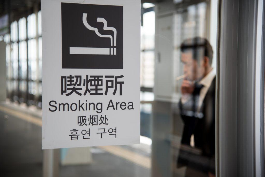 Personeel van Japanse bank mag ook thuis niet roken