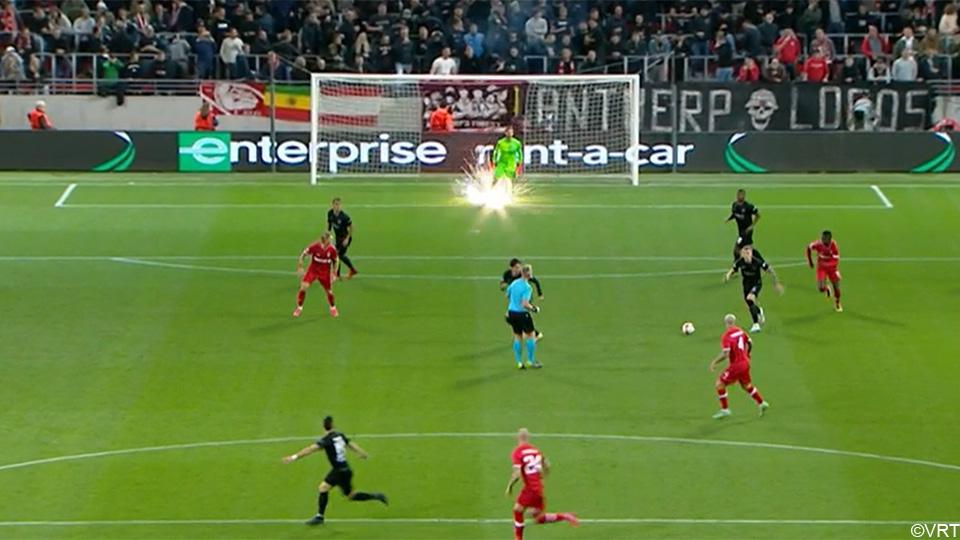 Antwerp fans distort the European match: firecrackers at the goalkeeper and water bottles in the stadium    European League