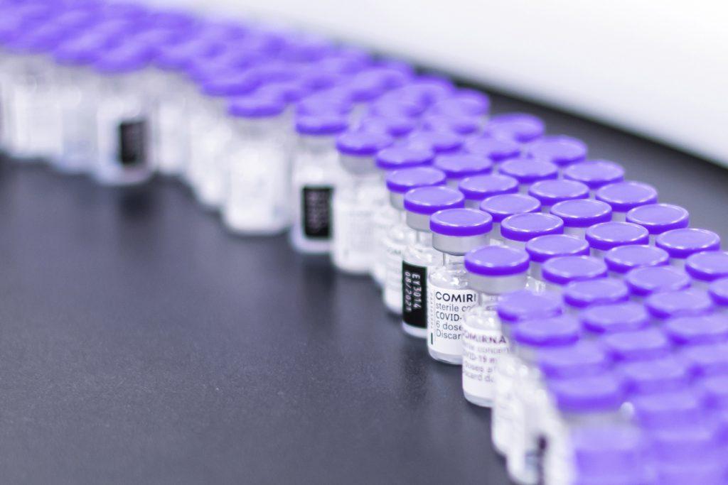 Coronavaccins brengen België in top 10 van exportlanden wereldwijd