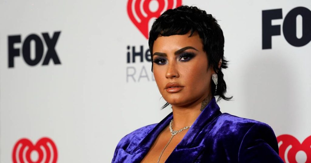 Demi Lovato doesn't want to use the word 'aliens' anymore: 'It's insulting' |  Famous