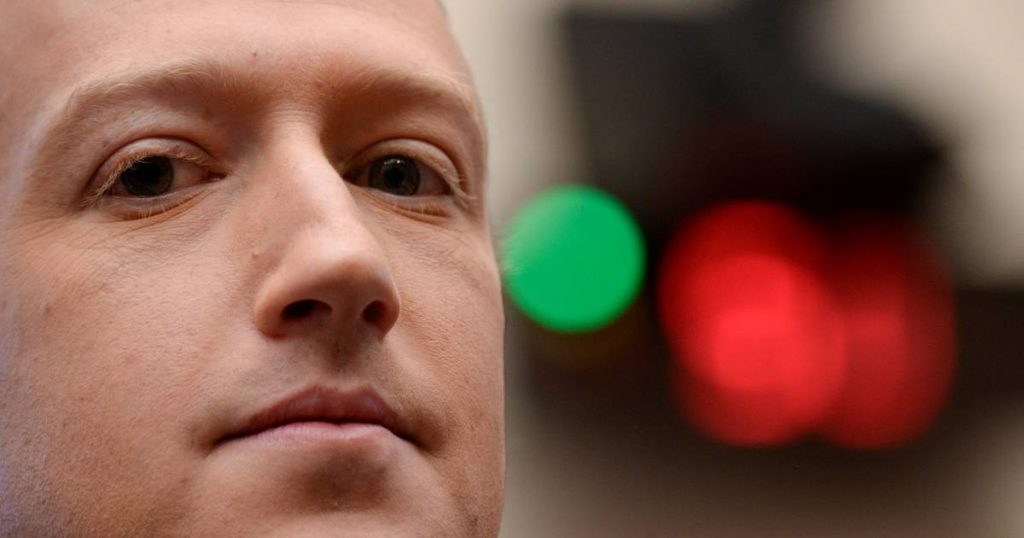 Facebook takes a hit in the stock market: Mark Zuckerberg loses billions of dollars in a few hours    Hours of Meltdown on Facebook