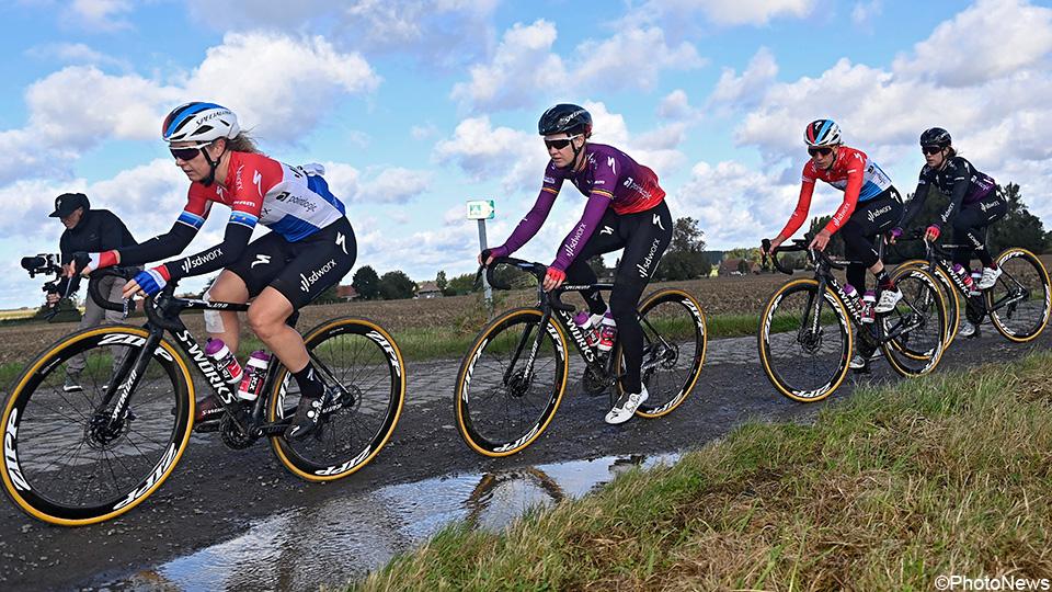 """LIVE: Paris-Roubaix 1st for Women: """"With a Little Heart""""    Paris-Roubaix Women 2021"""