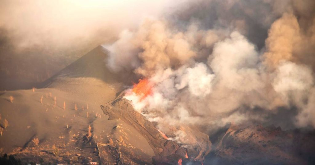 New opening at La Palma volcano and thus new lava flow    Instagram news VTM