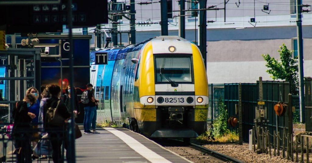Three runners die after being run over by a train in France abroad